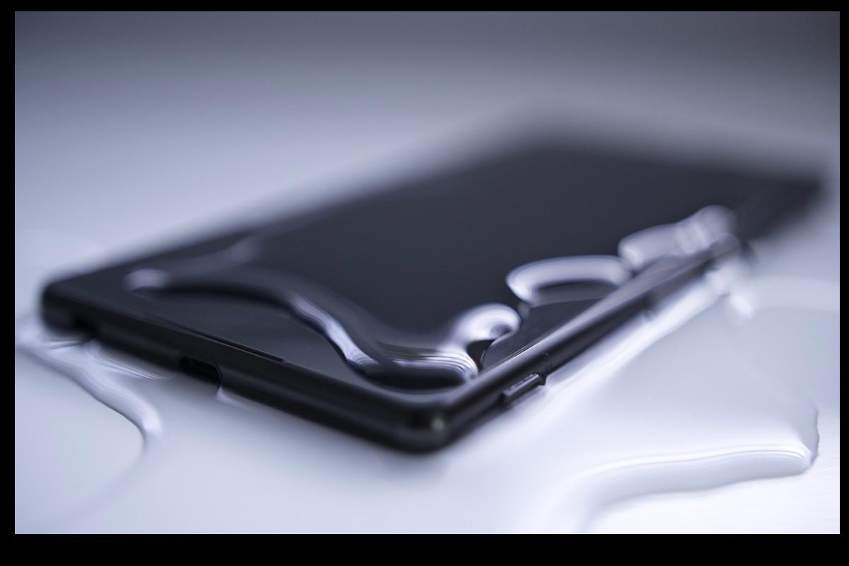 Ce se întampla cu telefonul tău la contactul cu apa / lichide.    Ce trebuie sa faci ca sa-l salvezi